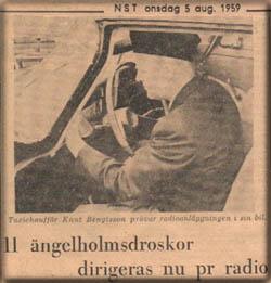 Knut Bengtsson provar radioanläggningen.